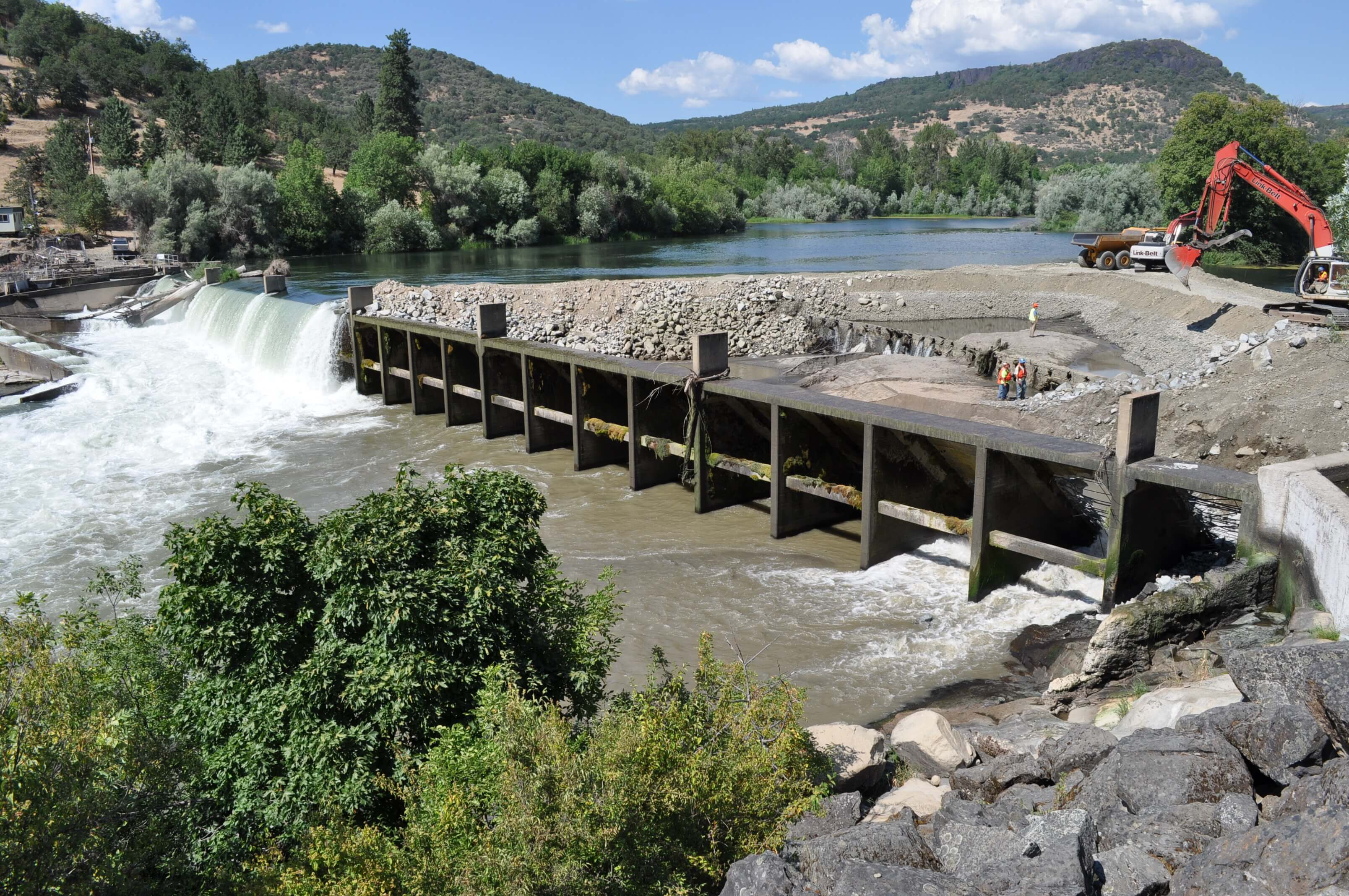 Gold Ray Dam mid-removal by River Design Group
